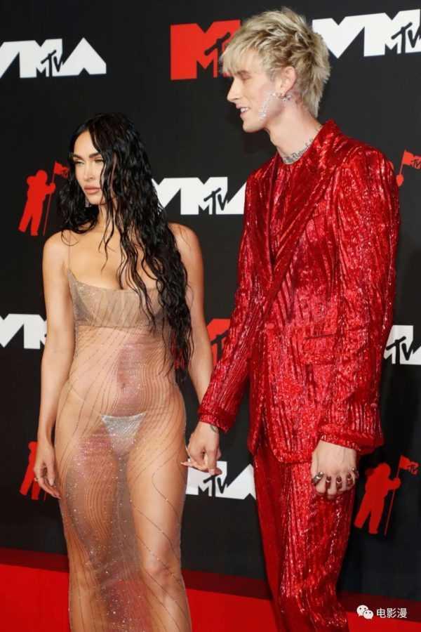 活动丨梅根·福克斯和男友枪爷出席MTV音乐录影带大奖颁奖典礼